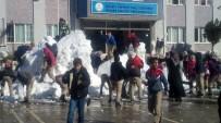 KAR TOPU - Tarsus'ta Öğrencilerin Kar Sevinci