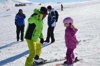 GÜNEŞLI - Tipiden Sonra Erciyes'teki Pistler Kayakseverlerle Doldu