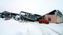Yoğun Kar Yağışına Dayanamayan Otopark Çöktü