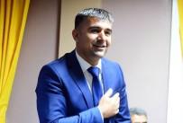 ÖĞRENCILIK - Bitlis'teki Öğrencilere Ayakkabı İle Mont Yardımı