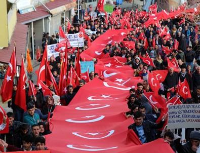 Diyarbakır'da 'Teröre Lanet Şehide Saygı' mitingi