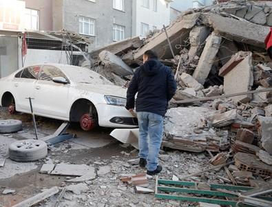 Zeytinburnu'da bina çöktü! 1'i çocuk 2 ölü , 17 yaralı