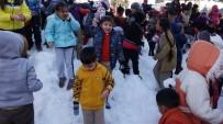 KAR TOPU - Kar Yağmayan Mersin'de Çocukların Kar Sevinci