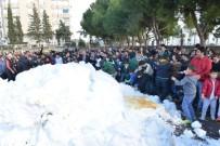 Konyaaltı'nda Okul Bahçesinde Kar Heyecanı