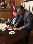 Milletvekili Özegen, Başbakan Yıldırım'a Patates İkram Etti
