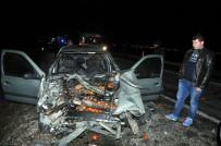 Otomobil, Park Halindeki Kamyona Çarptı Açıklaması 4 Yaralı