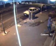 Tekmeyle Camı Kırmaya Çalıştı, Güvenlik Kamerasına Yakalandı