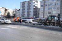 KARAYOLLARI - Trafik Kazası Sonrasında Hasar Gören Çitlerin Onarımı Yapılıyor