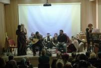 GÜNDOĞDU - Ev Hanımları Sergiledikleri Tiyatroda Usta Oyunculara Taş Çıkardı