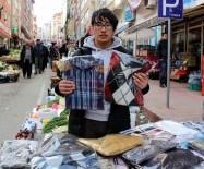 Kazak Öğrenci, Kazak Satarak Okuyor