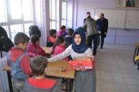 Köy Okulundaki Öğrencilere Anlamlı Hediye