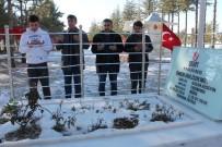 ÇUKURKUYU - Polis Özel Harekat Adayları Ömer Halisdemir'in Kabrini Ziyaret Ediyor