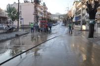 GAZILER - Salihli'de Cadde Ve Sokaklar Temizleniyor