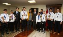 MUSTAFA TUNA - Şampiyonlardan Başkan Tuna'ya Teşekkür Ziyareti