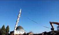 Tehlike Arz Eden Minare Kepçe Yardımıyla Yıkıldı