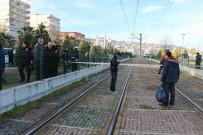 Tel Örgülerin Üzerinde Atladı, Tramvayın Altında Kaldı