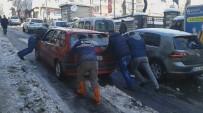 Yolda Biriken Kar Sürücüleri Perişan Etti