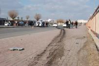 EHLİYETSİZ SÜRÜCÜ - 16 Yaşındaki Sürücünün Otomobil Yarışı Kazayla Bitti Açıklaması 3 Yaralı