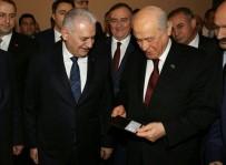 KİMLİK KARTI - Başbakan Yıldırım'dan Bahçeli'ye Meclis'te jest