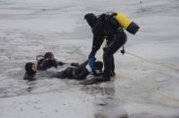 KURTARMA EKİBİ - Bisikletle Geçtikleri Çayın Üzerindeki Buz Kırıldı, 2 Çocuk Hayatını Kaybetti