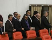 KANUN TEKLİFİ - CHP'den Meclis'te yavaşlatma eylemi