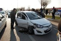 EHLİYETSİZ SÜRÜCÜ - Çocuk Sürücü Kaza Yaptı Açıklaması 3 Yaralı