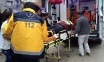 TEMİZLİK GÖREVLİSİ - Elazığ'da Trafik Kazası Açıklaması 2 Yaralı