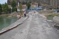 KARAYOLLARı GENEL MÜDÜRLÜĞÜ - Koyunbaba Köprüsü'ndeki Restorasyon Çalışmalarının Durmasına Tepki