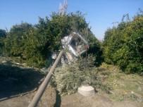 E-5 KARAYOLU - Otomobil Elektrik Direğine Çarptı Açıklaması 1 Ölü