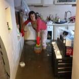 HÜLYA AVŞAR - Hülya Avşar'ın teyzesinin kaldığı ev sular altında kaldı