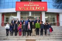 EROL GÜNGÖR - Vali'den TEOG'da Başarılı Olan 10 Öğrenciye Ödül