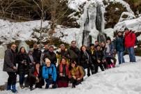 ALABALIK - Buz Tutan Beşikderesi Şelalesi Kış Turizmcilerin İlgi Odağı