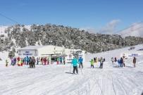 BAĞBAŞı - Denizli Kayak Merkezi Hafta Sonu 5 Bin Kişiyi Ağırladı