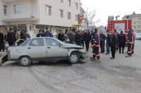 Elazığ'da Öğrenci Servisi İle Otomobil Çarpıştı Açıklaması 2 Yaralı