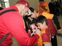 LUKAS PODOLSKI - Galatasaray Kafilesi Elazığ'da