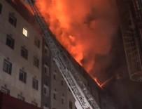 YANGıN YERI - Kayseri'de belediye binasında yangın