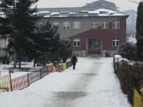 İLKÖĞRETİM OKULU - Kosova'da Eğitimin İkinci Dönemi Bir Hafta Gecikmeyle Başladı