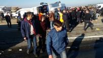 Rize'de çay yüklü TIR yolcu midibüsüne arkadan çarptı