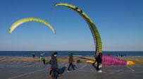 YAMAÇ PARAŞÜTÜ - Samsun Sahilleri Yamaç Paraşütleri İle Renklendi