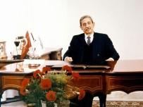 SANKO Holding'in Ve GSO'nun Kurucusu Sani Konukoğlu, Vefatının 23'Ncü Yıl Dönümünde Mezarı Başında Anıldı