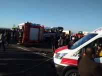 RİZE BELEDİYESİ - Tır Yolcu Midibüsüne Çarptı Açıklaması 1 Ölü, 7 Yaralı