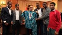 DERNEK BAŞKANI - Afrikalı Öğrencilerden Rektör Gür'e Ziyaret