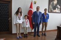 BEDEN EĞİTİMİ ÖĞRETMENİ - İl Birincisi Yüzücülerden Kaymakam Soytürk'e Ziyaret
