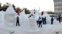 ATATÜRK ÜNIVERSITESI - İlköğretim Öğrencileri Sarıkamış Şehitlerinin Kardan Heykellerini Yaptı