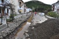 ŞİDDETLİ YAĞIŞ - Laka Deresi Çevresine Yağmur Suyu Kanalları Yapıldı