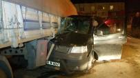 DERECIK - Minibüs Tırın Altına Girdi Açıklaması 1 Yaralı