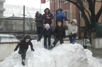 MEHMET AKİF ERSOY - Tekirdağ'da Öğrencilerin Kartopu Eğlencesi