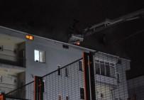 112 ACİL SERVİS - Çatı Yangını Site Sakinlerini Sokağa Döktü