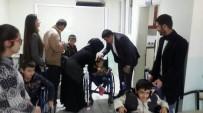 TEKERLEKLİ SANDALYE - Ergani'de 26 Engelliye Tekerlekli Sandalye Dağıtıldı
