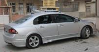 GÜVENLİK KAMERASI - Eşiyle Tartışan Kadın, Öfkesini Kocasının Otomobilinden Çıkardı